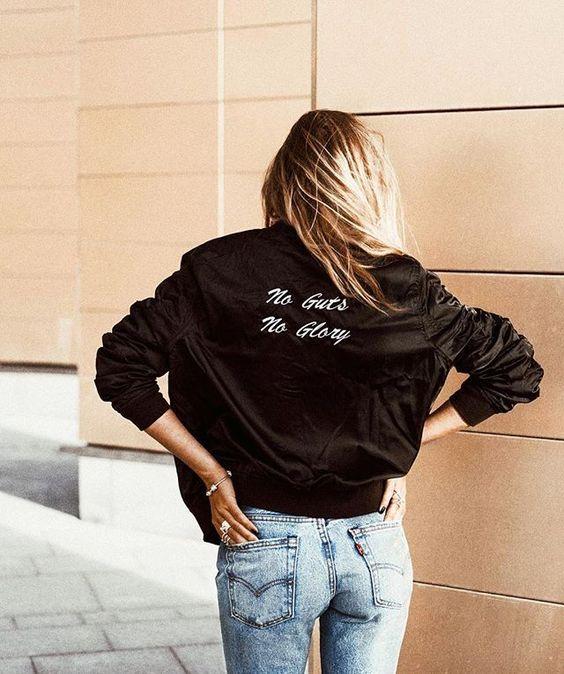 Jaqueta preta combina muito bem com Jeans