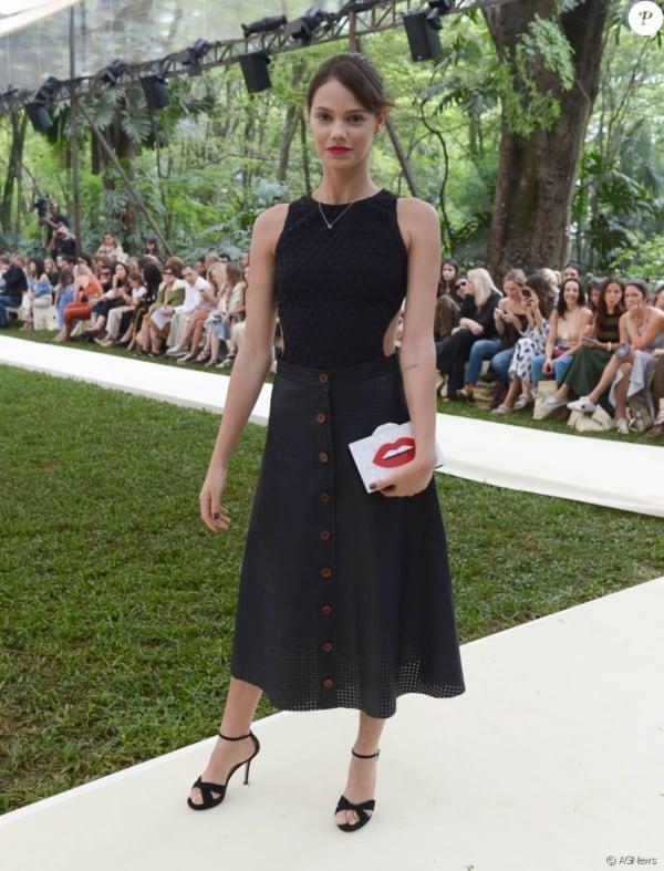 Laura neiva com Modelos de bolsas
