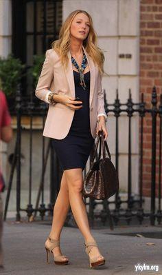 Look com vestido e blazer