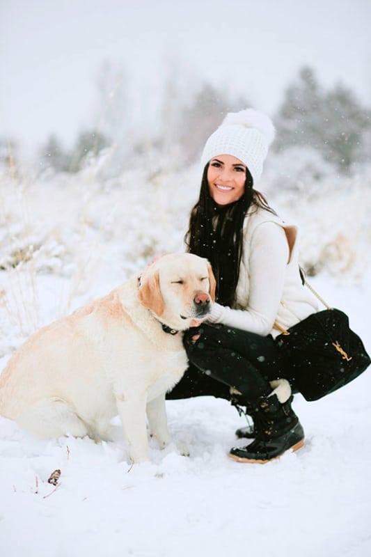 Look de inverno com touca branca