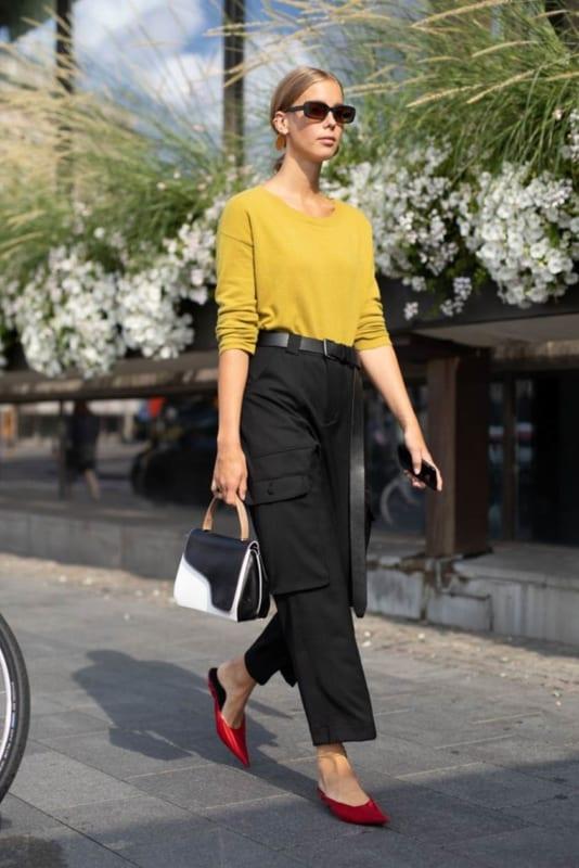 Look de trabalho com calça preta cargo