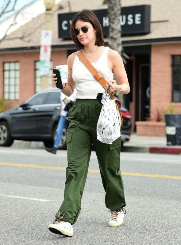 Look do dia a dia com calça cargo feminina