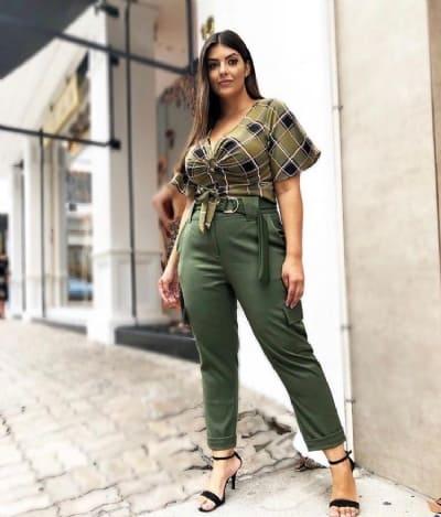 Look elegante com calça cargo plus size