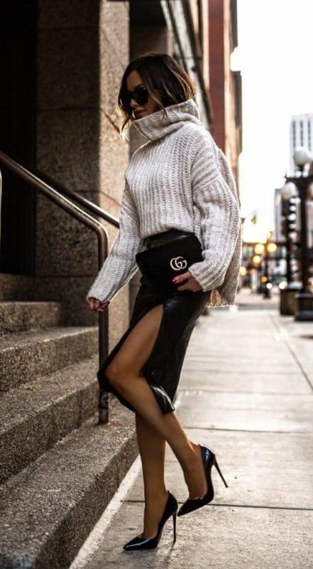 Look para trabalhar moderno e chique com suéter de gola alta