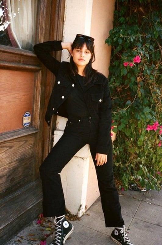 Look rocker all black com jaqueta jeans preta feminina