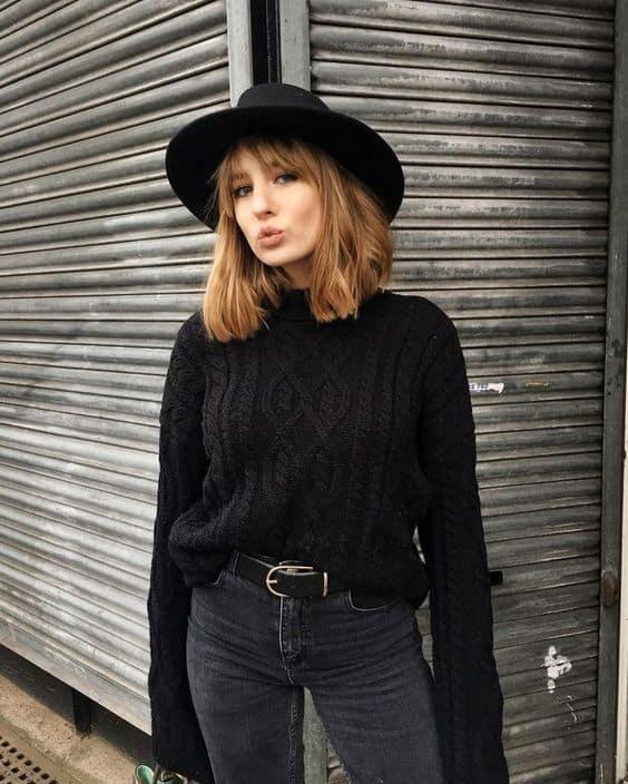 Look todo preto com suéter de lã