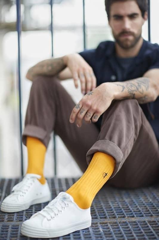 Meia alta masculina amarela