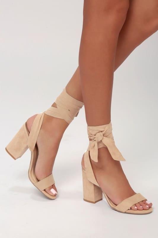 Modelo de sapato com laço