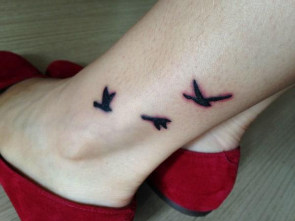 O processo de cicatrização pode deixar a tatuagem coçando