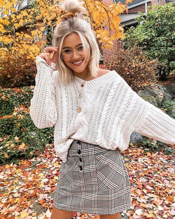 Saia xadrez com suéter de lã branco