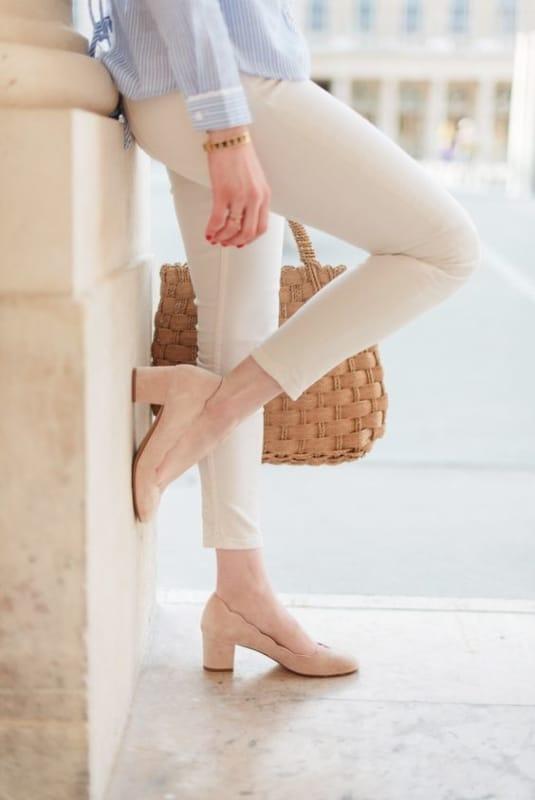 Sapato com salto grosso nude
