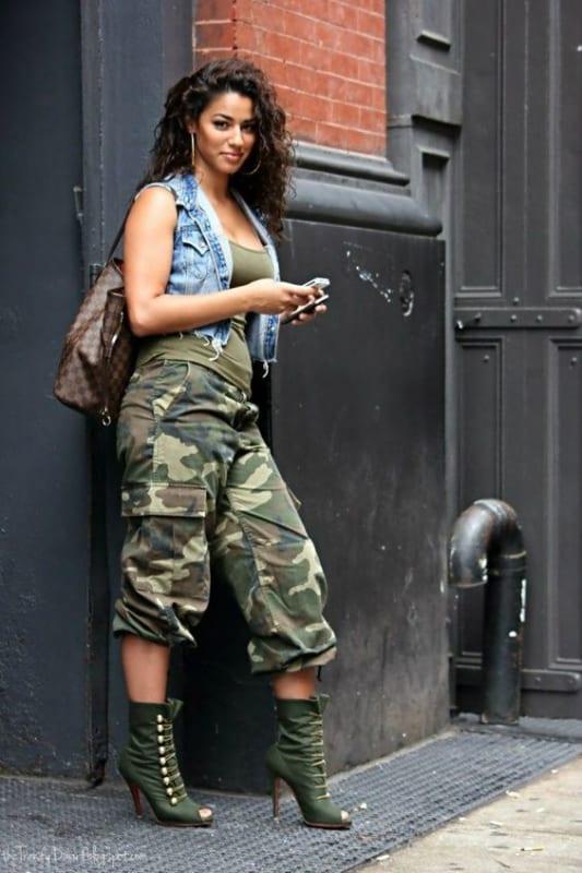 Streetwear com calça cargo camuflada