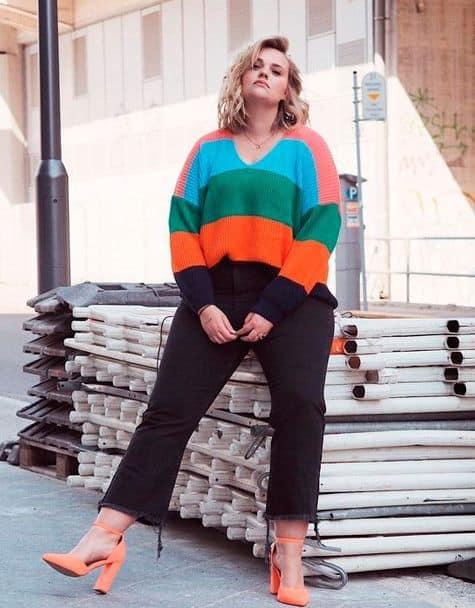 Suéter colorido para looks plus size