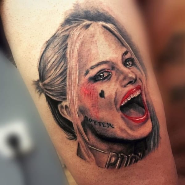 Tatuagem Arlequina braço