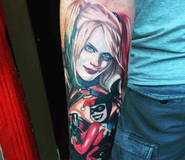 Tatuagem Arlequina no braço grande