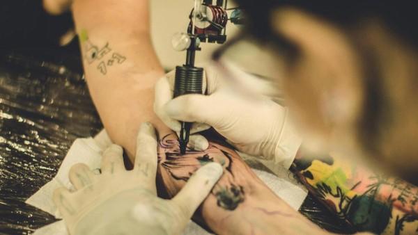 Tatuagem coçando é um sinal de cicatrização