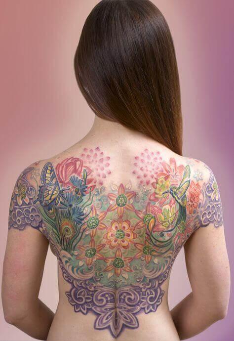 Tatuagem colorida feminina grande