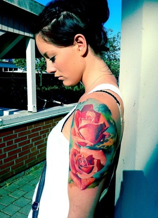 Tatuagem colorida feminina realista
