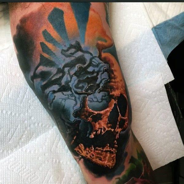 Tatuagem colorida masculina caveira