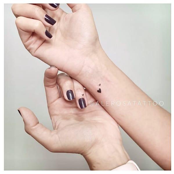 Tatuagens femininas no pulso 22