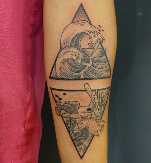 Tatuagens fundo do mar preto e branco com triangulo