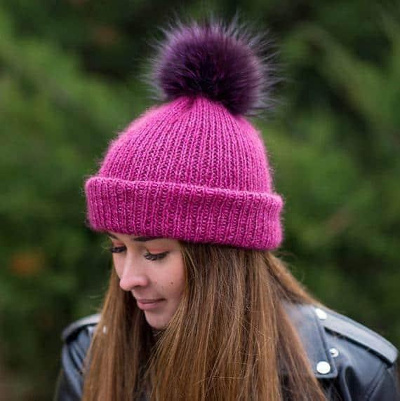 Touca pink com pompom roxo