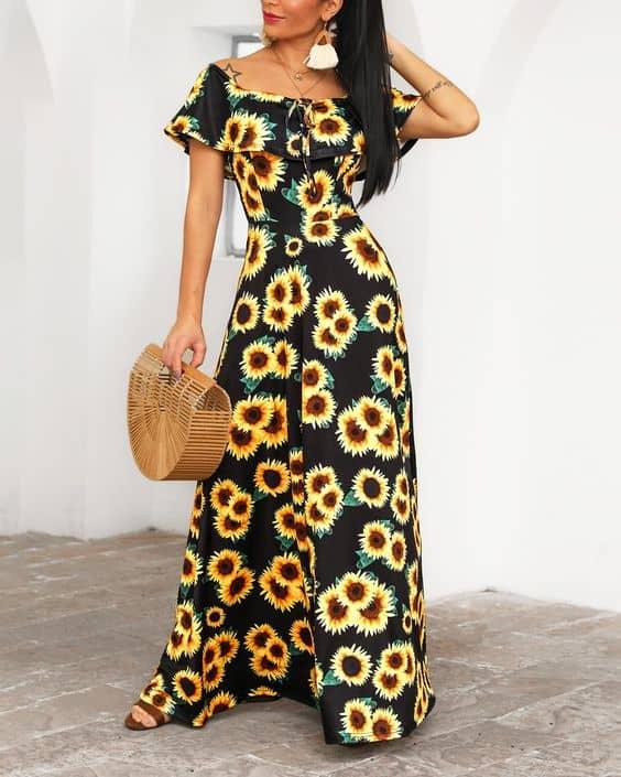 Combinação de vestido longo com girassois e bolsa