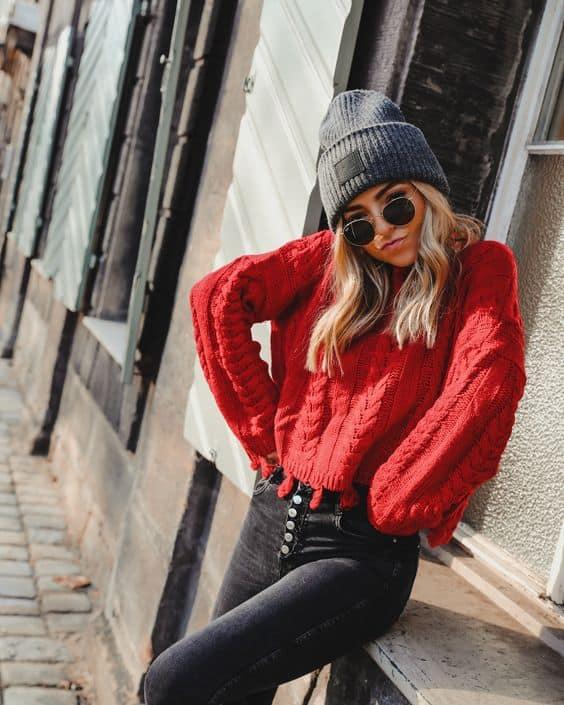 Visual de inverno com sweater vermelho