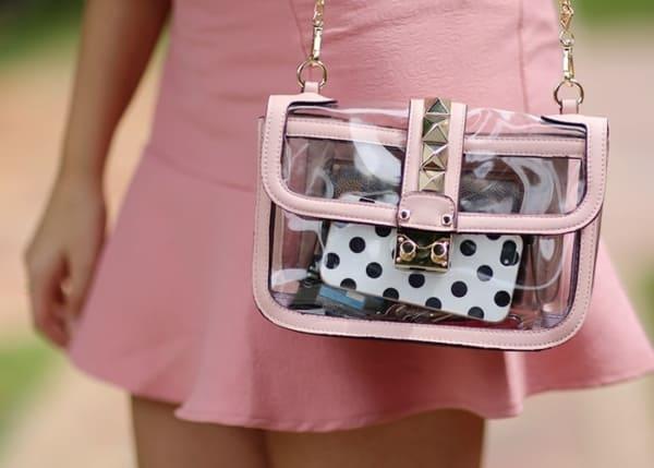bolsa transparente com rosa