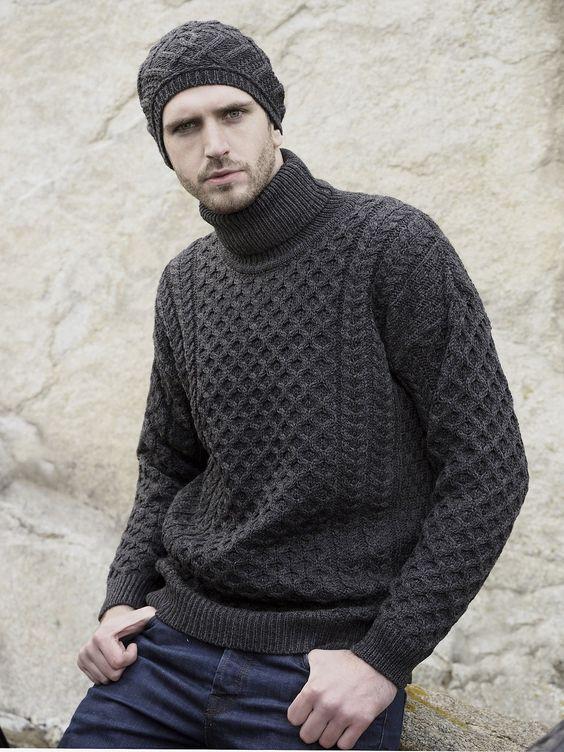 pulover escuro com gola