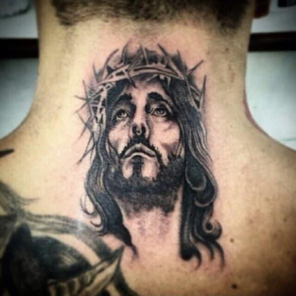 tatuagem de Jesus na nuca