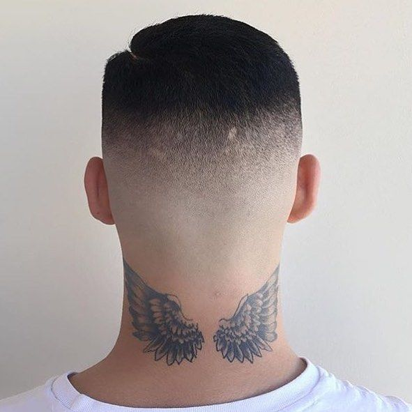 tatuagem de asas na nuca sombreada