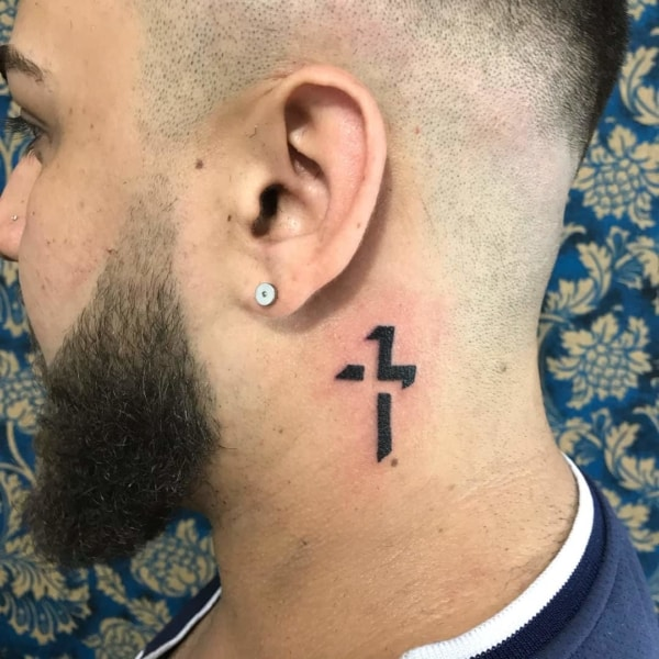 tatuagem de cruz na nuca 3d