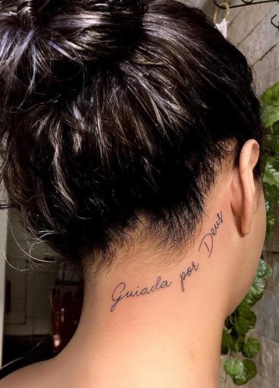 tatuagem feminina com frases 21