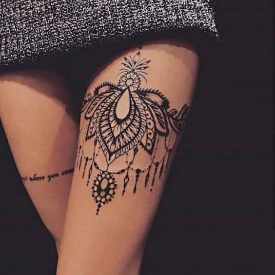 tatuagem feminina na coxa 25