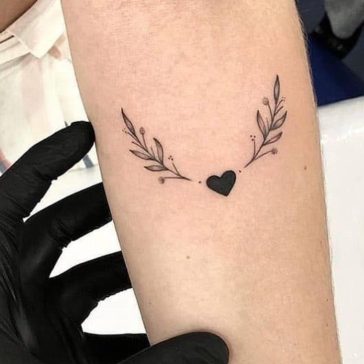 tatuagem feminina pequena e delicada 16