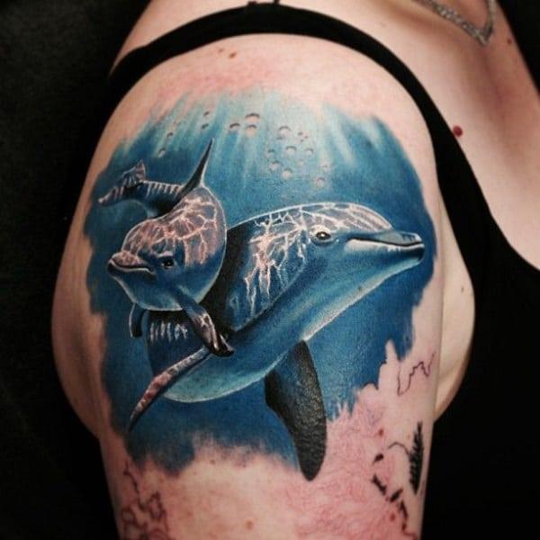 tatuagem fundo do mar realista com golfinho