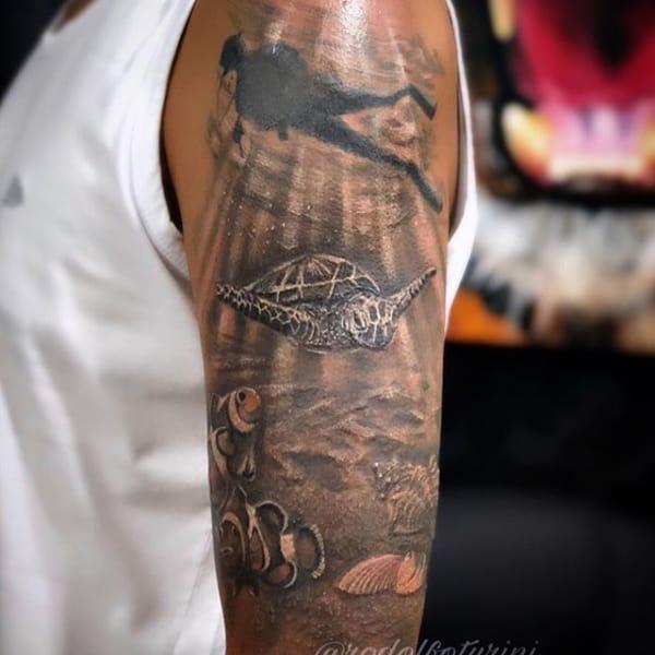 tatuagem fundo do mar realista sombreada