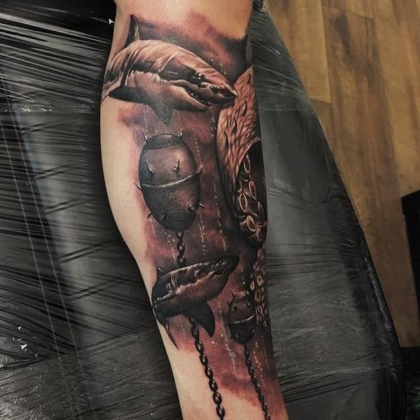 tatuagem fundo do mar sombreada masculina