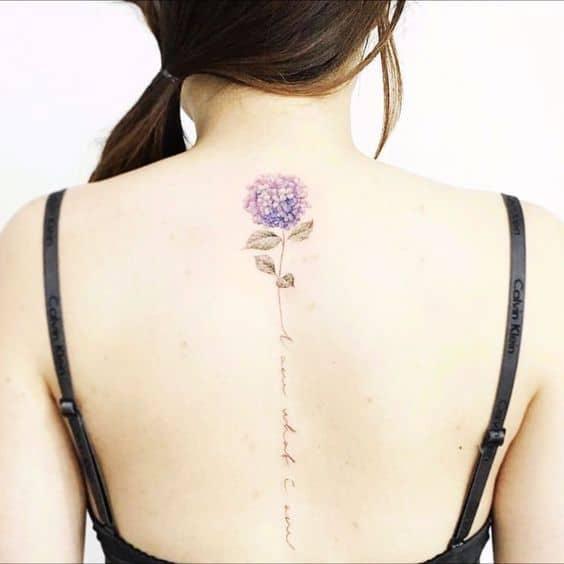 tatuagem na coluna flores