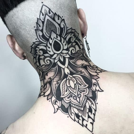 tatuagem na nuca mandala