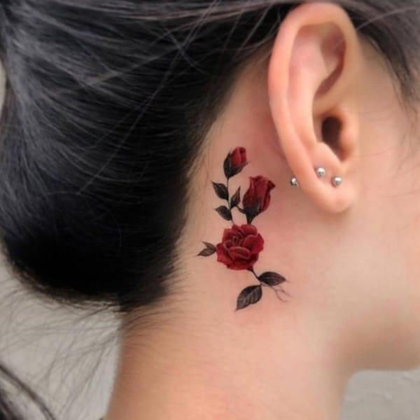 tatuagem rosas atrás da orelha 69