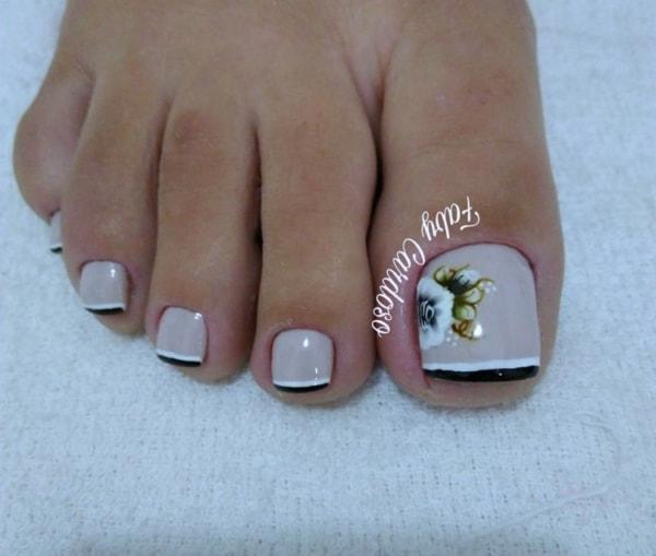 francesinha preta e branca com flores no pé