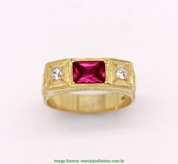 anel de formatura com rubi