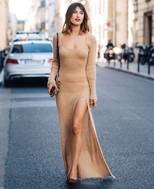 look com vestido de inverno nude e longo