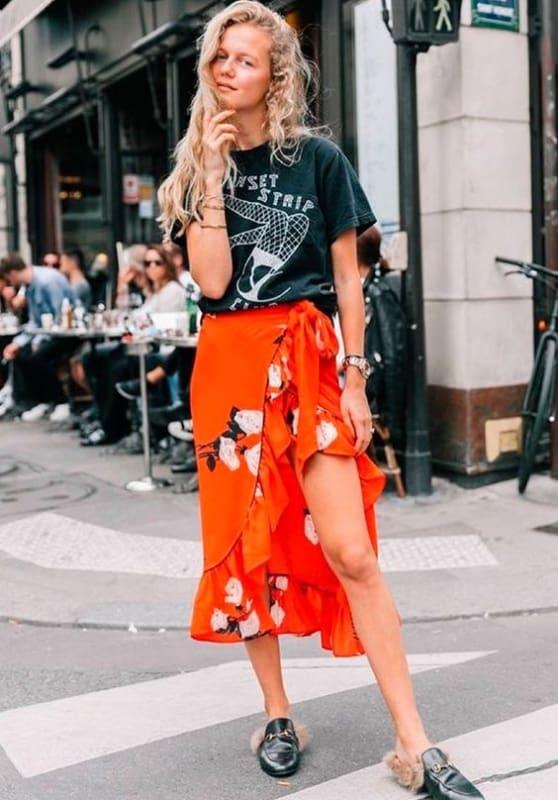 look com saia laranjada pareô e T shirt