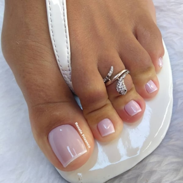unhas do pé decoradas com francesinha simples
