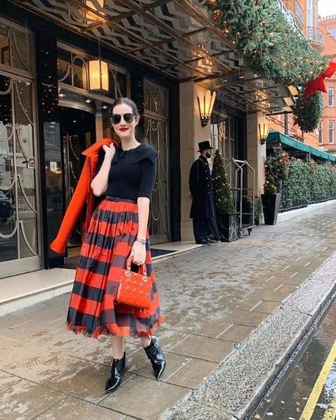 look estiloso de blogueira com saia midi