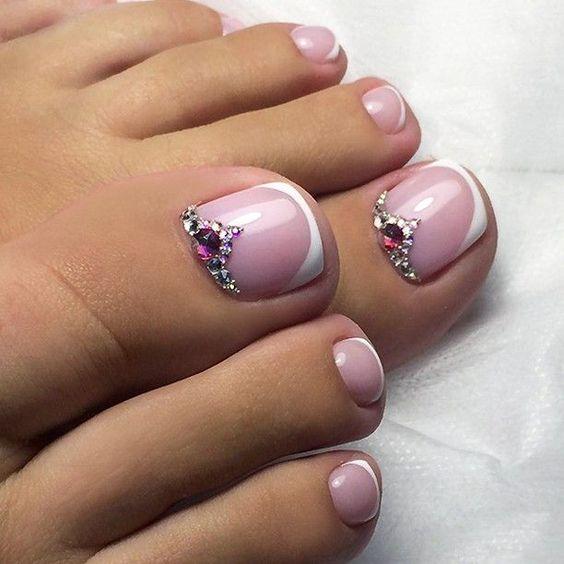 unhas do pé decoradas com pedras