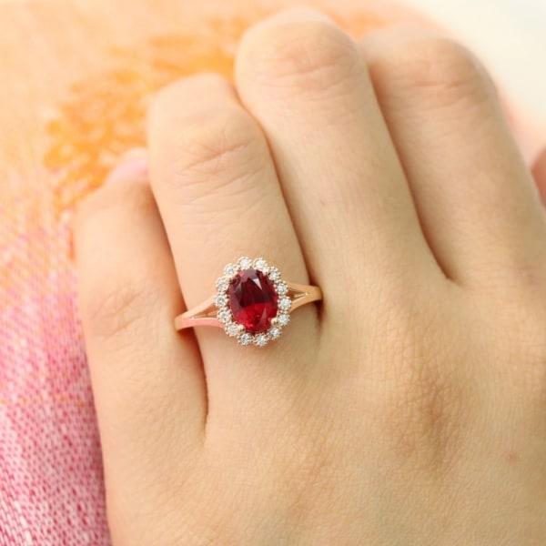 anel em ouro amarelo com pedra de rubi grande